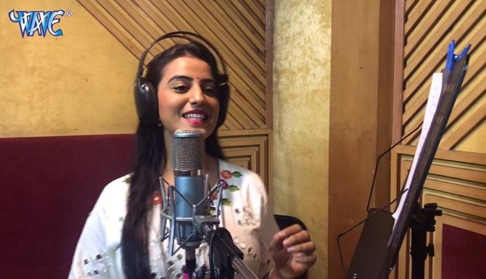 Kanch Hi Bans Ke Bahangiya Bahangi Lachakat Jaye Akshara Singh Lyrics