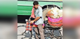 super-30-shoot-updates-hrithik-roshan-spotted-selling-papad