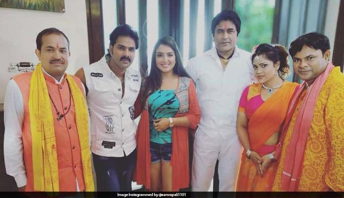 This picture of Pawan-Amrapali is getting viral from the set of 'Sher Singh'